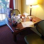 mesa de escritório no quarto
