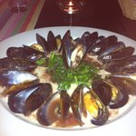 Moules florentine in red and white wine reduction