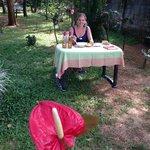 Lecker indisches Essen königlich im Garten serviert