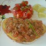Tartare de saumon sur tartine toastée
