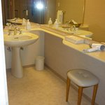 Grand Prince Hotel Wash basin area