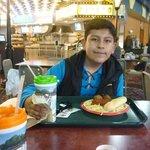 Disfrutando de las comidas en el restaurant.
