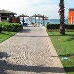 От отеля к пляжу