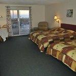 Room 101 (2 queen beds)