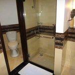 Dusche und Toilette