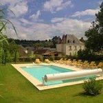 La piscine (chauffée en saison)