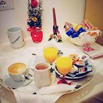 super romantic breakfast