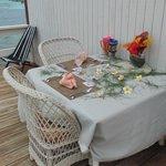A beauyifly set table.