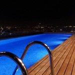 La piscina la notte