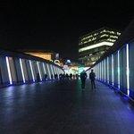 ponte da attraversare per chi arriva con il bus della Terravision