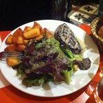 Anatra arrosto con salsetta al gorgonzola patate e insalata