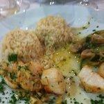 noix de saint jacques avec riz et légumes