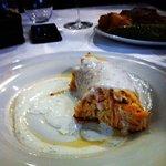 Pastel de salmón y salsa de yogur