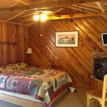 Cedar 1- Queen and Twin beds. Gas Fireplace and Kitchenette, table w/ 4 chairs