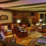 salon/guest living room