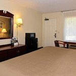 Travelers Inn Suites Memphis Room