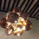 Uma das belas luminárias do restaurante