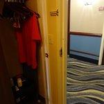 Armário e porta de saída