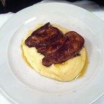 Foie gras de canard poêlé et sa purée maison à l'huile d'olive.
