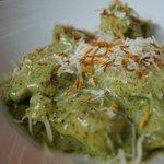 Cappellettis rellenos con palmitos y queso crema, más una rica salsa pesto !!