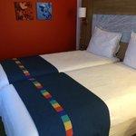 2 Junior beds