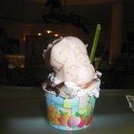 medium gelato (2 scoops $6)