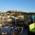 Terrasse-bar avec vue sur l'Acropole