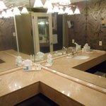 Bathroom in suite, nice mirror effect