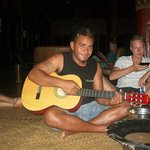 geoff singing for kava session