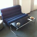 室内にはこんな感じのソファーがあります