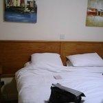 Only 1 bedside light