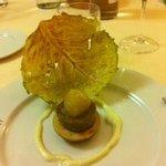 Antipasto di verza carammellata, fettina di mela e verdure
