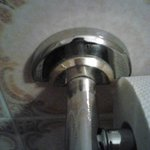Schmieriger Halter für Toilettenpapier
