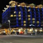 Вечерняя подсветка отеля