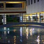 Relaxer sur le bord de la piscine,après le souper.