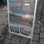 Infoständer an der Bahnstation Kaltbad