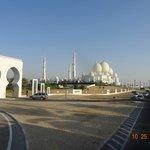 Vista de uma das entradas da Mesquita
