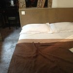 le lit avec des oreillers douteux!!!
