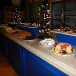 buffet dessert diner