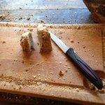 le buffet du petit dejeuner , un reste de pain et meme pas un couteau a pain a 9h