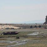 """Cambados - """"Praia A Mouta"""" en marea baja con la Illa da Figueira y la Torre de San Sadurniño"""