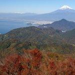 天気がよいと駿河湾と富士山がよく見える