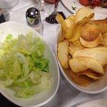 Patate al forno e insalata