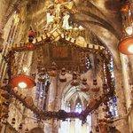 Żyrandol (korona cierniowa)w prezbiterium katedry
