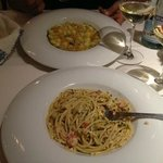 Spaghetti con gamberi e gnocchetti di patate rosse