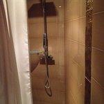 Large shower for handicaps