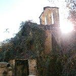 Iglesia sitiada alrededor