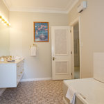 Hastings suite ensuite bathroom