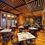 District 10 Bar & Restaurant Foto