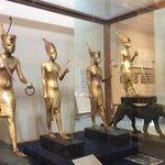 King Tut statues